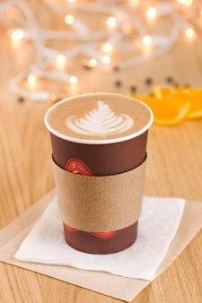 Cappuccino in een meeneembeker