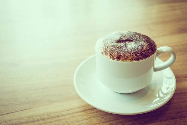 Cappuccino koffie in witte kop