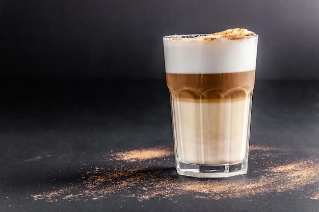 Cappuccinokoffie met amandelmelk