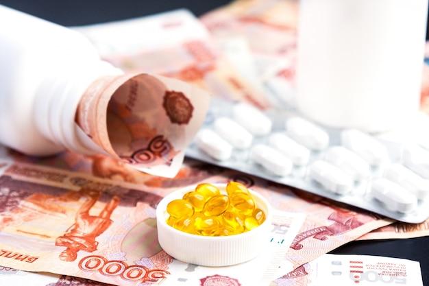 Capsules van visolie, pillen en russische roebels