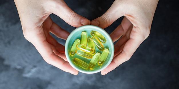 Capsules vitamines omega 3 of hyaluronzuur voedingssupplement voor cosmetische doeleinden of versterking van de immuniteit van het lichaam