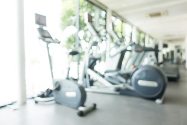 Cardio-apparaten in een sportschool wazige