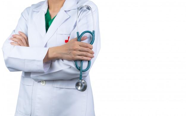 Cardioloog specialist arts dragen witte uniform. artsentribune met gekruiste wapens en de stethoscoop van de handholding. beroepsbeoefenaar in de gezondheidszorg.
