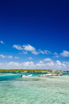Caribische zee en perfecte lucht