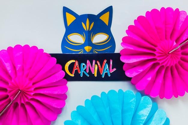 Carnaval katachtig masker met papieren fans
