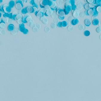 Carnaval papier blauwe confetti kopie ruimte