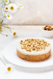 Carrotcake met kokosroom en walnoten zonder bakken