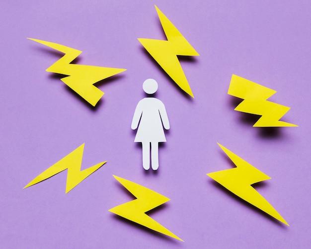 Cartoon vrouw omringd door donderslagen