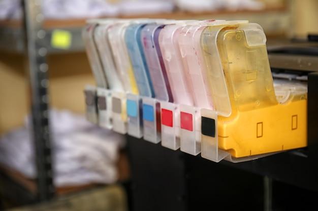 Cartridges met verf voor moderne drukmachine
