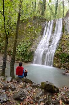 Cascada del rio bolintxu, vizcaya, baskenland, spanje