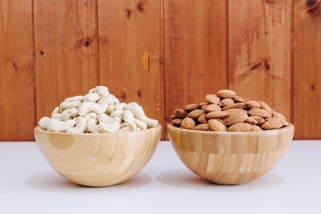Cashewnoten en natuurlijke amandelen
