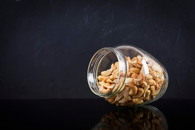 Cashewnoten in pot