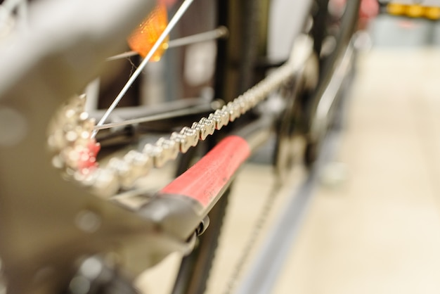 Cassette op het achterwiel van een mountainbike om van versnelling te wisselen.