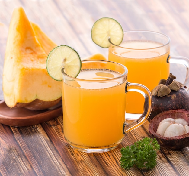Castalope fruit en mangosteensap