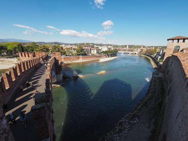 Castelvecchio-brug, ook bekend als scaliger-brug in verona