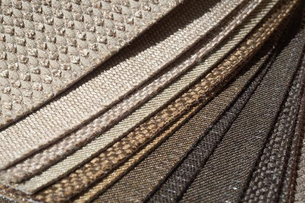 Catalogus van bruine meerkleurige stof