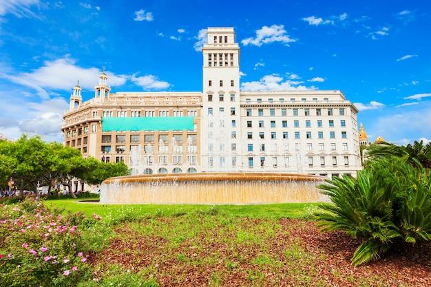 Catalonia square of placa de catalunya is een groot plein in het centrum van de stad barcelona in spanje