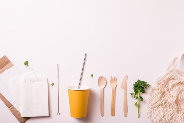 Catering en straat fastfood papieren bekers, borden en containers, copyspace, bovenaanzicht