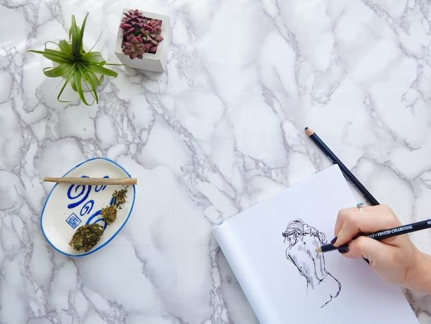 Cbd / thc joint en bloem met handmodeltekening