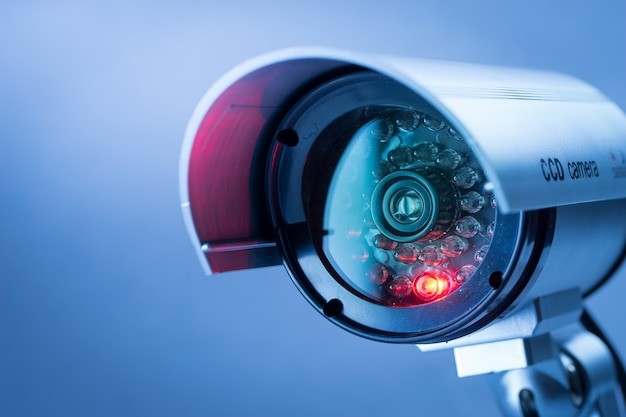 Cctv-beveiligingscamera in kantoorgebouw