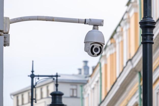 Cctv-camera op een stadsstraat
