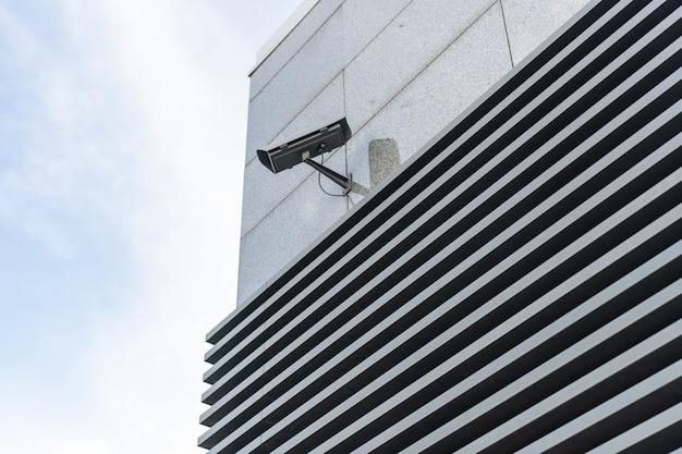 Cctv-camera's worden langs de straten geïnstalleerd.