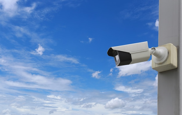 Cctv-tool op blauwe hemel, apparatuur voor beveiligingssystemen