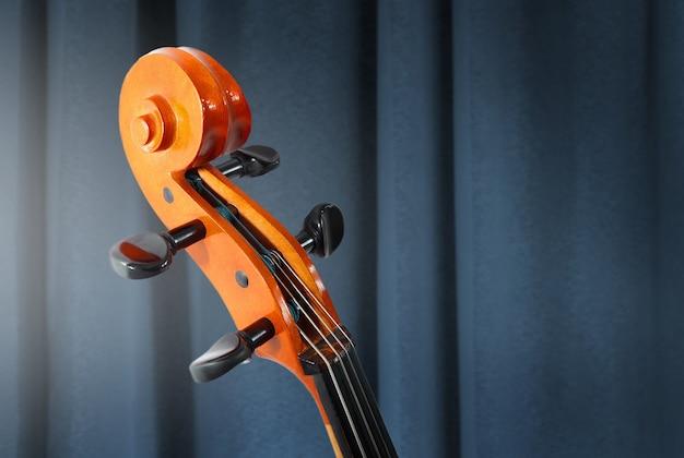 Cello. klassieke muziek. afstemmen