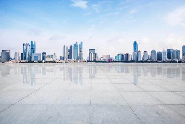 Cement voetpad skyline ruimte gebouw