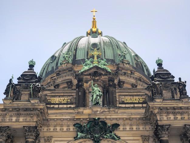 Centraal fragment van het beroemde berliner dom-gebouw in de duitse hoofdstad