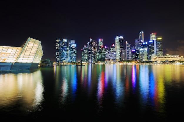 Centrale zakenwijk gebouw van de stad singapore in de nacht