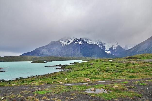 Cerro paine grande in torres del paine national park, patagonië, chili