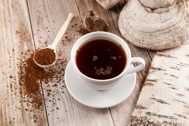 Chaga-thee is een gezonde natuurlijke drank