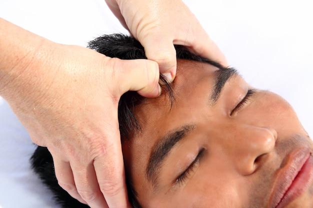 Chakra's derde oogmassage oude maya-therapie