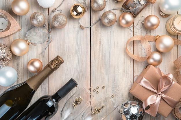Champagne en wijn op een kerstachtergrond