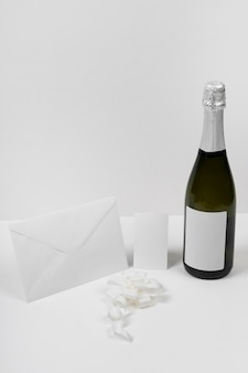 Champagnefles en envelop arrangement