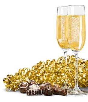 Champagnefluiten met chocolade en streamer