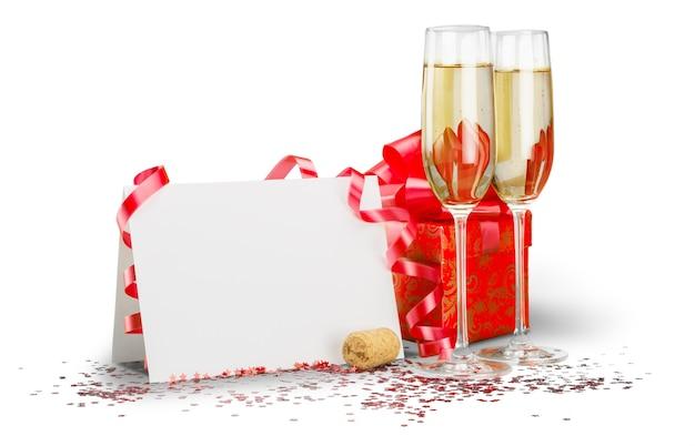 Champagnefluiten met wimpel, blanco kaart en geschenkdoos