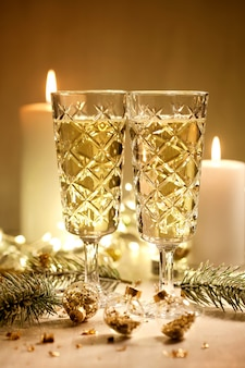 Champagneglazen. kerst en nieuwjaarsfeest