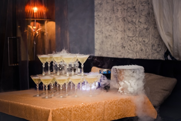 Champagneglazen op het feest