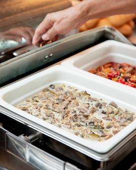 Champignons bereid met saus