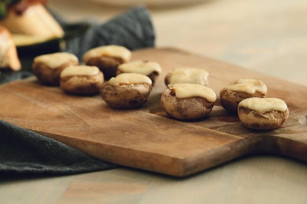 Champignons met kaas. traditionele spaanse tapas