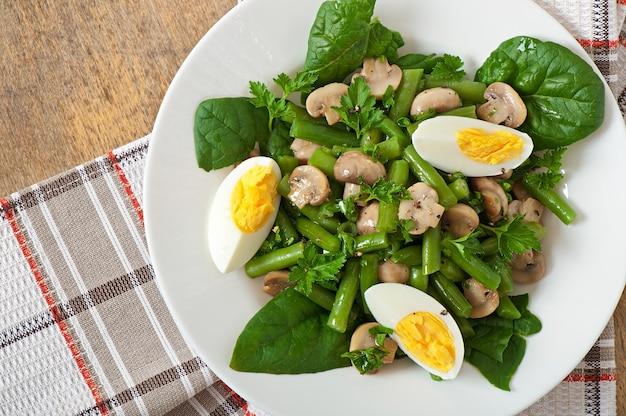 Champignonsalade met slabonen en eieren