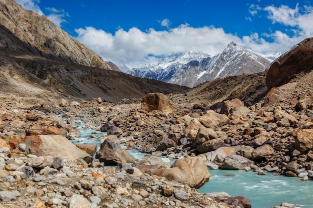 Chandra rivier in de himalaya