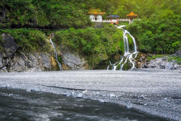 Changchun tempel en waterval in taroko national park