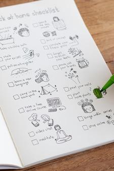 Checklist thuis in een notitieboekje