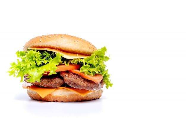 Cheeseburger of hamberger op een witte achtergrond. fast food