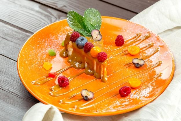 Cheesecake met verse bessen