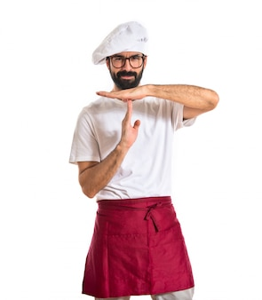 Chef-kok maakt tijd uit gebaar over witte achtergrond