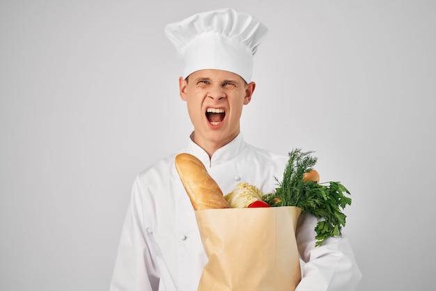 Chef-kok met voedselpakketservice voedselbereiding